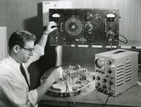Stanley Cohn and radar apparatus, Illinois Institute of Technology, Chicago, Illinois, ca. 1950s