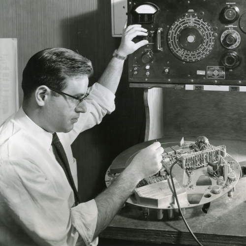 Stanley Cohn and radar appartus, Illinois Institute of Technolgy, Chicago, Illinois, ca. 1950s